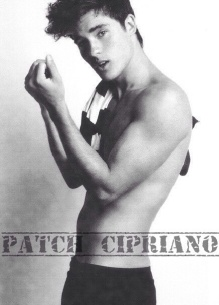 Patch-Cipriano-hush-hush-38471798-436-608.jpg